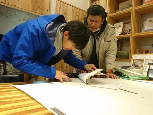 学科、図面を勉強しています。