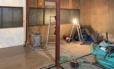【進行中の現場】大阪府東大阪市 O会社 社宅を事務所にリフォーム:スケルトンの状態に解体