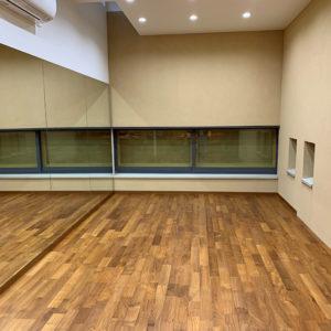 戸建てリフォーム 大阪府吹田市 T様邸 内装工事 一面にミラーを貼ったシアタールーム
